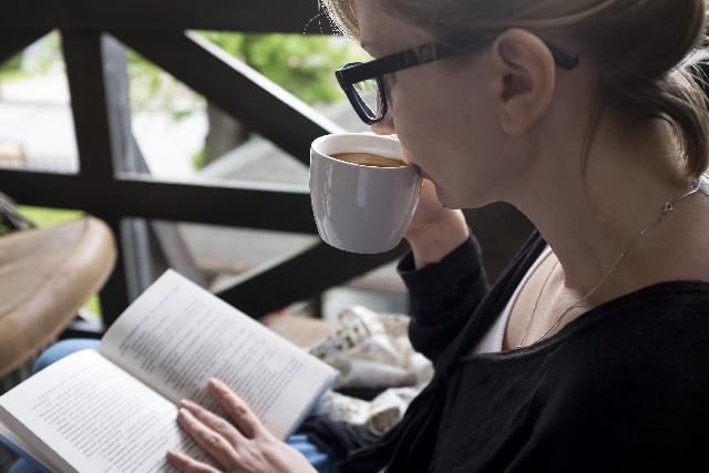 読書する人