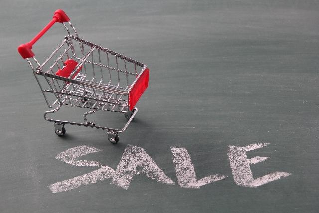 SALEの文字とショッピングカート